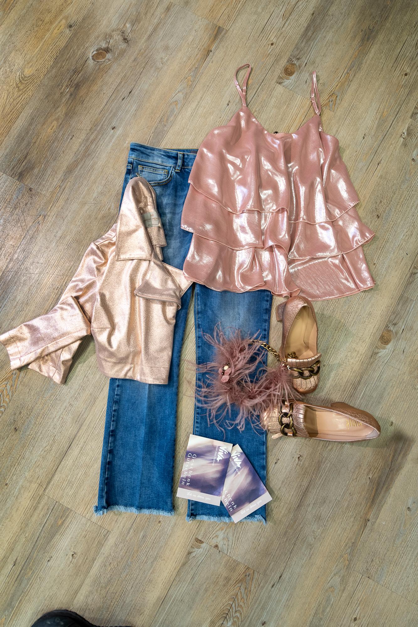 Jeans_Jacken_Shirts_Accessoires_Schuhe_Schmuck__DET5775