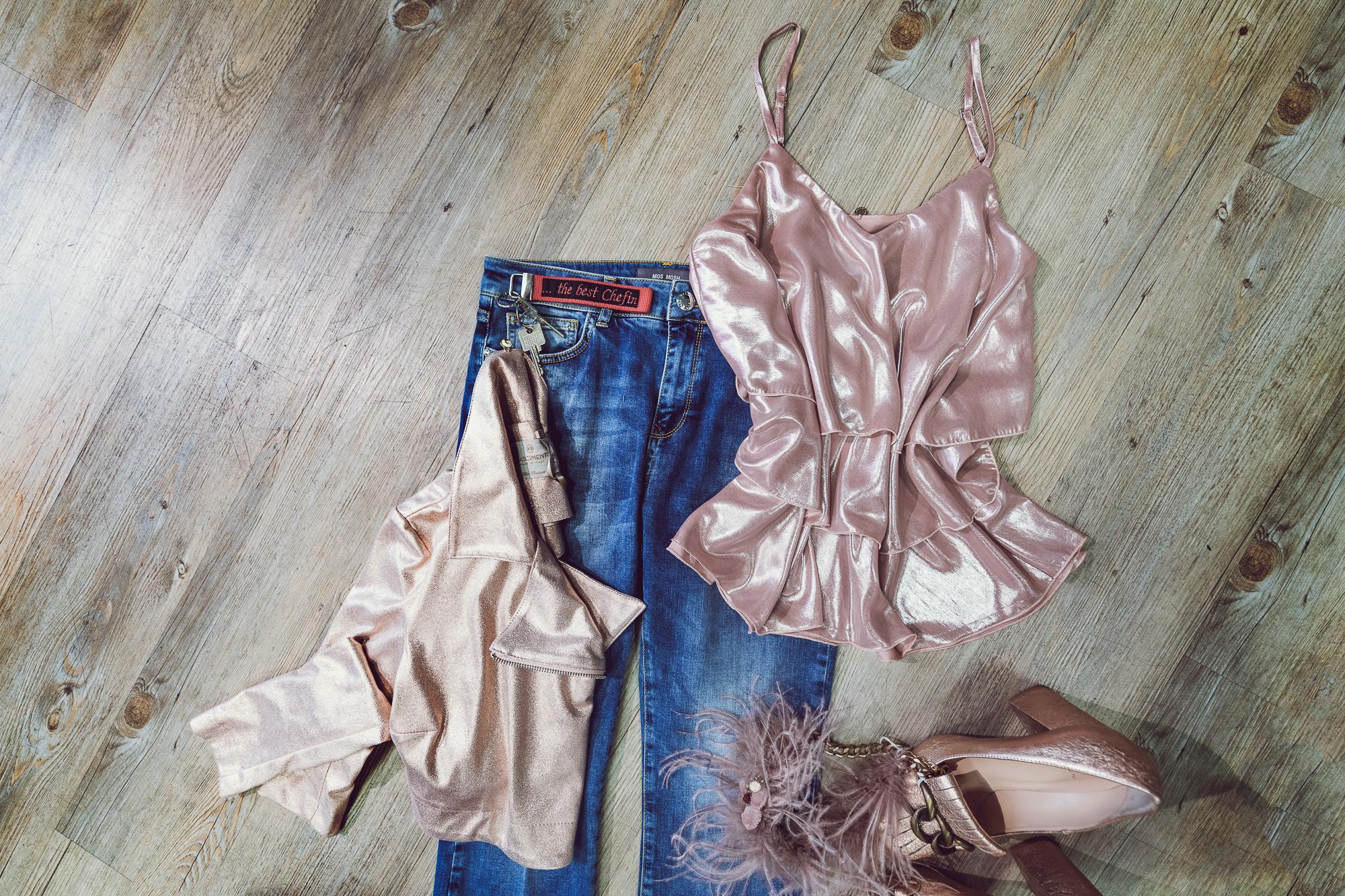 Jeans_Jacken_Shirts_Accessoires_Schuhe_Schmuck__DET5782